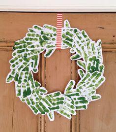 kopjes thee - simple handprint christmas wreath