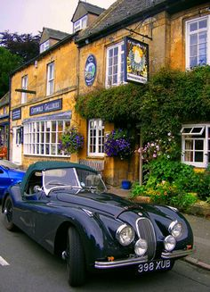 A Jaguar in the Cotswolds, because life is not fair.And I just spent thirty minutes tracking down the locale, despite the fact that no one cares, because I am obsessive like that and would really like to be a spy. Anyway it's in the Market Square,colloquiallyreferred to as 'the square' in Stow-on-the-Wold, Gloucestershire.