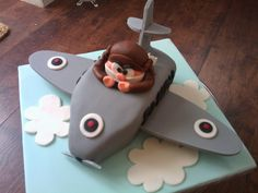 Martins plane cake by peggypal, via Flickr