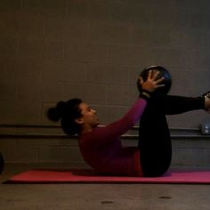 """""""Abs! Try these out. Do 15 Reps of each, 4-5 Sets. #fitgirlvideos #gymvideos #gym_videos #abworkout_videos #abvids #howtogetabs #abs_foryou…"""""""