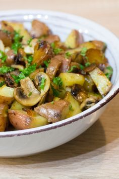 Sarladaise potatoes with mushrooms Potato Recipes, Veggie Recipes, Cooking Recipes, Healthy Recipes, Healthy Dinners For Two, Vegan Dinners, Good Food, Yummy Food, Food Inspiration