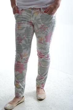 Dámske nohavice - vzorované Capri Pants, Fashion, Moda, Capri Trousers, Fashion Styles, Fashion Illustrations
