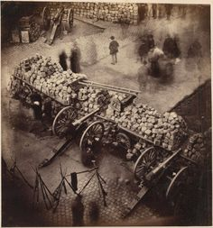 Pierre-Ambroise Richebourg (1810-1875) : Barricades de la Commune, au coin de la place de l'Hôtel-de-Ville et de la rue de Rivoli. Avril 1871.