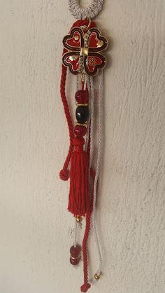 kuku jools: Γούρι σε κόκκινο χρώμα με τετράφυλλο τριφύλλι καρδιές και μάτια