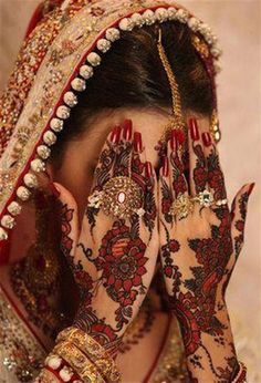 I M So Inlove With Her Jewellery And The Whole Cute Bridal Look 3 Amazing Henna Tattoo