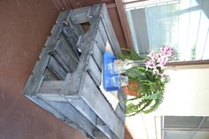 #Pallet furniture (front patio) http://dunway.info/pallets/index.html