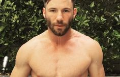 Julian Edelman is apparently coming to ESPN: The Body Issue and he announced it in epic fashion. Get ready boys and girls, Jules is coming for ya! Julian Edelman, Different Beard Styles, Nfl Football Players, New England Patriots Football, Superbowl Champions, Body Issues, Beautiful Men Faces, Sports Figures, Book Boyfriends