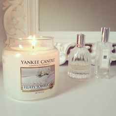 For those who love the smell of clean washing, this is the perfect scent to freshen up your home. This delightful Fluffy Towels scent is a warming mixture that will eliminate odours with ease. http://www.houseofharrisgifts.co.uk/yankee-candle-medium-jars/yankee-candle-fluffy-towels-medium-14-5oz-jar