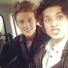 Lovely Bradley Simpson and Tris Evans The Vamps 2016, Brad The Vamps, I Fall In Love, Falling In Love, Vamps Band, Indie Pop Bands, Artsy Background, Brad Simpson, Boy Bands