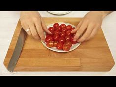 Cut tomatoes like a boss (in 5 seconds) How to cut 20 cherry tomatoes in 5 seconds! Cooking Gadgets, Cooking Tips, Cooking Recipes, Good Food, Yummy Food, Fun Food, Baking Basics, Paleo Meal Plan, Food Facts