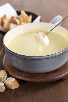 Fondue mit Käse - smarter - Zeit: 10 Min. | eatsmarter.de