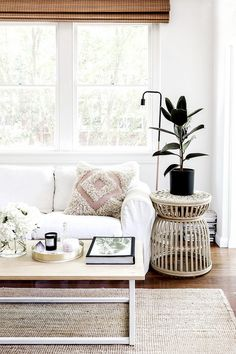 We've heard it called a million hyphenates from boho-beach to Cali-casual, but in our own words, the most universal descriptor for a coastal-cool home is chic. For bohemian beachy interiors...