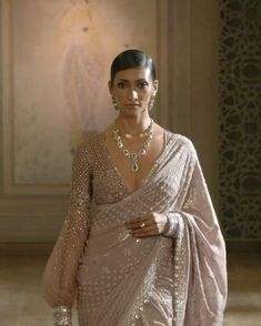 Indian Bridal Outfits, Indian Bridal Fashion, Indian Fashion Dresses, Dress Indian Style, Indian Designer Outfits, Indian Fashion Trends, Stylish Blouse Design, Saree Trends, Stylish Sarees
