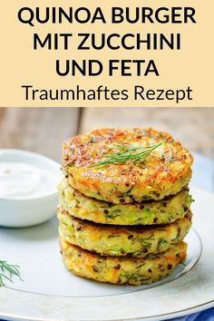 Quinoa Burger Rezept - Vegetarisches Abendessen zum Abnehmen - Snacks - These quinoa patties are a vegetarian weight loss dinner. Here you will find the simple quinoa recipe for a healthy diet. Vegetarian Quinoa Recipes, Quinoa Recipes Easy, Healthy Dinner Recipes, Soup Recipes, Smoothie Recipes, Quinoa Salmon, Fried Quinoa, Fried Rice, Risotto