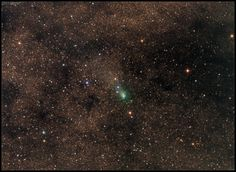 Comet 2013 A1 Siding Spring on October 17, 2014, with two days to go until its Martian encounter. Very dense Milkyway starfield in the background with many darker obscured regions. Credit and copyright: Damian Peach/SEN.