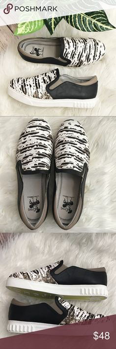 Circus Sam Edelman Cruz white blk lizard Sneakers These sneakers are awesome!  White and black lizard textured sneaker with Black and Tan back. White rubber sole. EUC! Worn one time. Soles still super clean!  No wear to note. Circus by Sam Edelman Shoes Sneakers