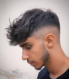 The top short hairstyles for men for the year 2018 are eye-catching and somewhat sophisticated. Today the short mens hairstyles have become particularly. Wavy Hair Men, Short Wavy Hair, Men's Hair, Medium Hair Styles, Curly Hair Styles, Men Hair Color, Faded Hair, Fade Haircut, Haircut Men