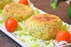 Le polpette di patate e zucchine filanti sono un secondo piatto sfizioso, ideale per chi non consuma carne o pesce. Il risultato è irresistibile!