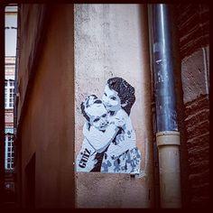 #Stencil by @guiz_stencils  #streetart #Toulouse #toulouse_focus_on  #streetarttoulouse #toulousestreetart #graffmypinkcity #gz #gzstencils #guiz #guizstencils #stencilart #collage #cuttingart #collageart #graff #tag #wallart #streetartphotography #instagrafite #toulousegraffiti #graffitiwall #streetarteverywhere #urbanart #tmoua #instagraffitiart