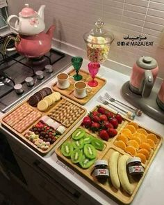 Pin by loli riri on recipes & cooking ideas in 2019 сервировка блюд, пр Breakfast Presentation, Food Presentation, Iftar, Breakfast Platter, Tasty, Yummy Food, Food Platters, Food Decoration, Food Goals