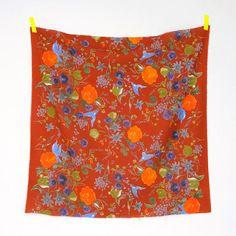 大胆で優雅な楽園。花々や鳥が唄い異国旅へいざなうように。 大人らしく絵画的な色が加わりました。 綿麻モーリー L-55% / C-45% 生地巾→108cm ¥1,500-/m+税 pattern making [ na