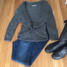 Very pretty cosy gray sweater. This pretty gray goes well with jeans and boots or mist any type shoe. Sweaters