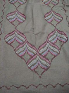Bargello Quilts, Crochet Top, Crochet Necklace, Straight Stitch, Bargello Patterns, Hardanger Embroidery, Punto De Cruz