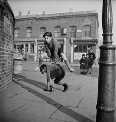 Bill Brandt, A group of children playing leap frog in the street, Whatever happened to kids playing that game? Or outside for that matter. That was the time of really living. Vintage Pictures, Old Pictures, Old Photos, Robert Doisneau, Foto Picture, Photo Vintage, Boys Playing, Old London, Vintage Humor