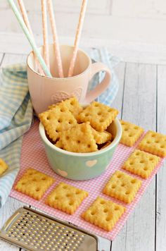 Salty Snacks, Yummy Snacks, Yummy Food, Biscuit Recipe, Crunches, I Foods, Macaroni And Cheese, Biscuits, Bakery