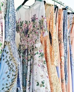 pretty prints #dresses #feminine