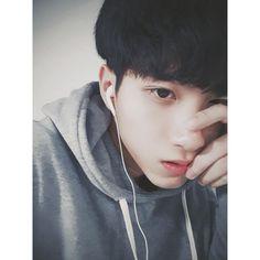 Tìm -)) Korean Boys Ulzzang, Cute Korean Boys, Ulzzang Boy, Asian Boys, Boyfriend Pictures, Boy Pictures, Handsome Anime Guys, Handsome Boys, Korean Best Friends