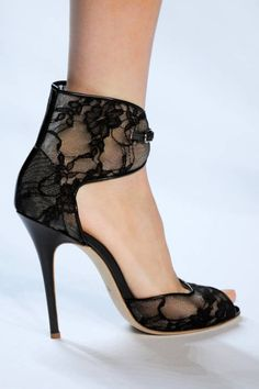 Monique Lhuillier black lace