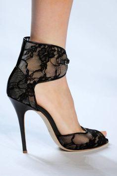 Monique Lhuillier black lace
