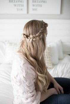 The perfect, easy side braid to hide bangs or keep hair out of your face for any occasion // easy half crown side braid tutorial // messy braid tutorial //  // long blonde hair styles // easy hair styles for long hair // triple knot hair tutorial // easy styles for dirty hair // quick hair dos // lightweight cardigan styles // 5 minute outfit ideas // positively oakes // jess oakes