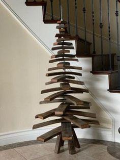 Wooden Xmas Trees, Driftwood Christmas Tree, Pallet Christmas Tree, Christmas Wood Crafts, Country Christmas Decorations, Christmas Tree Design, Farmhouse Christmas Decor, Holiday Tree, Wood Stars