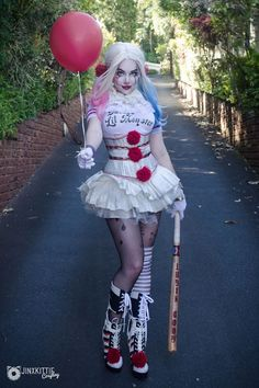 JinxKittie cosplay ❤️ I mashed up my Harley Quinn and Pennywise cosplays! She wants to know if you want to float too?) I actually planned on doing this around Halloween time last year but couldn't finish my revamped HQ in time, so le Harley Quinn Disfraz, Harley Quinn Cosplay, Joker And Harley Quinn, Harley Quinn Fancy Dress, Joker Cosplay, Marvel Cosplay, Halloween Kostüm, Halloween Cosplay, Halloween Costumes