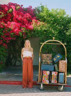 Jean Campbell travels to Palm Springs, California, for Zara's spring-summer 2019 trend guide called, markGetting Ready. The fashion shoot features… Parisian Summer, Casual Chic Summer, Polka Dot Pants, Chiffon Dress Long, Wrap Dress Floral, Zara United States, City Style, Everyday Fashion, Spring Fashion