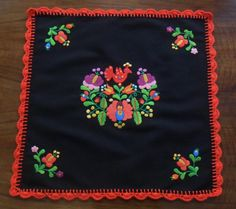 Small hand-embroidered tablecloth, Matyo motifs. - TABLE-MK-SMTR-244