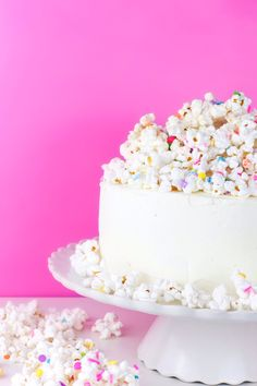 Just because summer is almost over, doesn't mean there's nothing to celebrate. Cake is totally worth finding a reason to celebrate and I've got you covered with this delicious White Chocolate Popcorn Cake. Cake Icing, Cupcake Cakes, Frosting, Pretty Cakes, Beautiful Cakes, Food Styling, Popcorn Cake, Flavored Popcorn, White Chocolate Popcorn