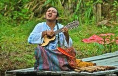 La ciudad de Pucallpa es la décima más poblada de Perú, y fue colonizada en la década de 1840 por un grupo de franciscanos, quienes asentaron varias familias del grupo étnico shipiboconibo, tribu que aún hoy en día se sitúa a los alrededores del río Ucayali; una de las más interesantes atracciones de la selva peruana. El río representa la principal vía de transporte, y contiene el segundo puerto fluvial más importante de la Amazonía.