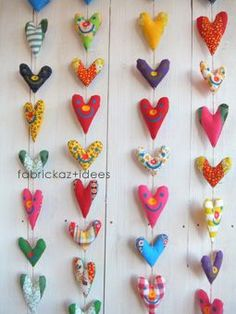 This would be such a cute backdrop for photos! Diy Arts And Crafts, Handmade Crafts, Crafts For Kids, Diy Crafts, Fabric Yarn, Fabric Decor, Fabric Scraps, Sewing Projects For Kids, Sewing Crafts