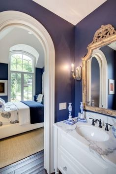 Pin od sydney moore na housey stuff navy blue bathrooms, blue rooms i white Navy Blue Bathrooms, Blue Rooms, White Rooms, Blue Walls, White Bathroom, Downstairs Bathroom, French Country Bedrooms, French Country Decorating, Country Style Homes