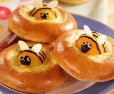 Pour passer un bon Friandises et biscuits, nous vous proposons une recette de  Brioches aux abricots en forme d'abeilles . recette de cuisine, facile et rapide, par Les gourmands mediterraneens