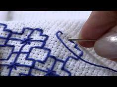 O ponto iugoslavo é uma variação do vagonite feito no tecido etamine, pegando por cima da trama do tecido. É um ponto muito fácil e rápido de ser feito e tem um efeito delicado e sem avesso.