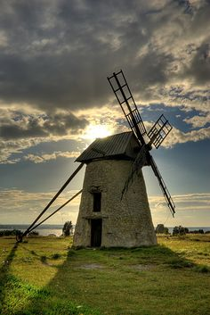 Fårö windmill by dans le grand bleu, via Flickr