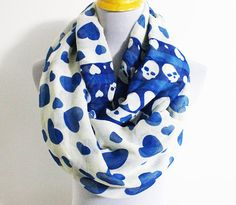 Skull and Heart Infinity Scarf Chunky LOVE by dailyaccessoriez