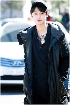 jung joon young ♥ (cto) Jung Joon Young, Jung Yoon, Korean Entertainment, Kpop, Perfect Man, Korean Singer, Raincoat, Actors, Guys