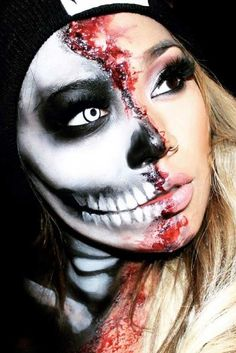 Looking for for ideas for your Halloween make-up? Browse around this site for creepy Halloween makeup looks. Creepy Halloween Makeup, Pretty Halloween, Creepy Makeup, Maske Halloween, Halloween Halloween, Halloween Karneval, Horror Make-up, Make Up Gesicht, Special Effects Makeup