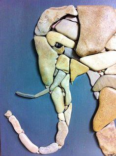 Pebbles: 25 ideas for creative art inspiration Pebble Mosaic, Pebble Art, Mosaic Art, Stone Mosaic, Stone Crafts, Rock Crafts, Arts And Crafts, Art Crafts, Caillou Roche