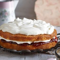 Jan's never-fail custard cake can be made in multiple varieties, and all work as beautifully as each other. Pudding Desserts, Custard Desserts, Custard Cake, Köstliche Desserts, Apple Custard, Apple Recipes, Sweet Recipes, Baking Recipes, Cake Recipes
